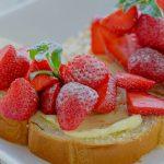 Boterham met aardbeien