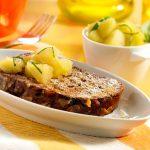 Rozijnenbrood met appel basilicumsalsa