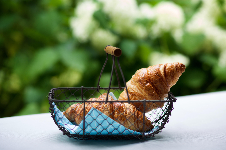 Stichting Ambachtelijke Bakkerij Mandje brood Croissant